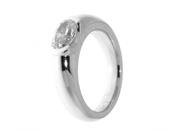 Ring 750 Weißgold 1 Diamant oval