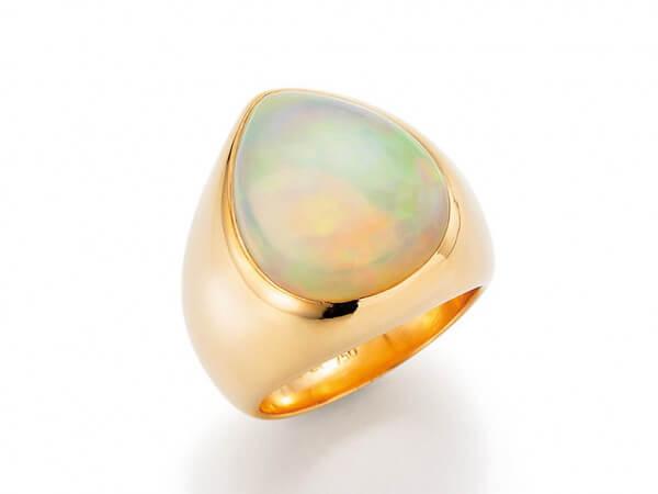 Ring aus Roségold mit Opal Tropfen
