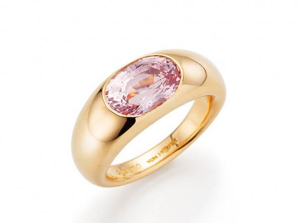 Ring aus Roségold mit rosé Saphir