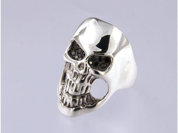 Ring Totenkopf Silber schwarze Diamanten