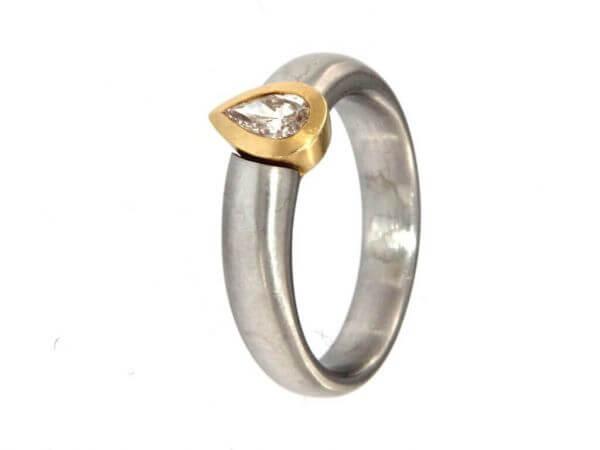 Ring aus Platin und Gold Diamanttropfen