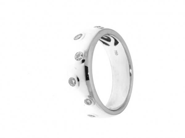 Ring aus Weißgold mit 7 Brillanten