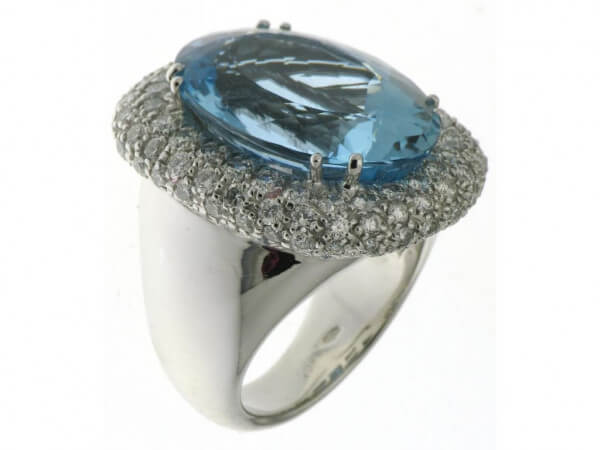 Ring 750 WG Aquamarin und Brillanten