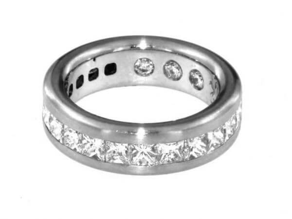 Ring aus Platin mi 16 Princess Diamanten