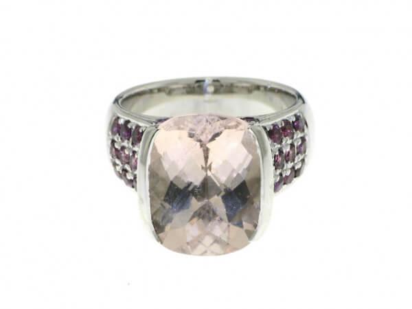 Ring aus Weißgold Morganit und Rhodolith