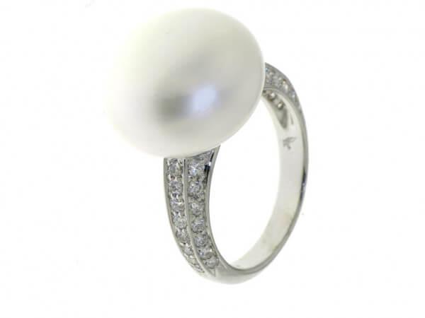 Ring Weißgold mit Button Perle 16-17 mm