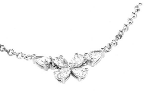 Collier aus Weißgold mit 6 Diamanten