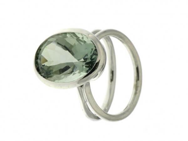 Ring aus Weißgold mit einem Prasiolith