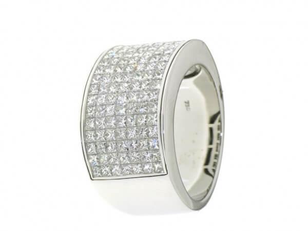 Ring 750WG mit Princessdiamanten
