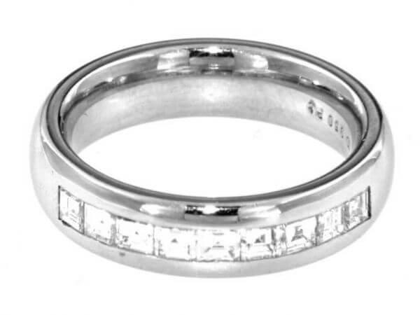Ring aus Platin mit 9 Princess Diamanten