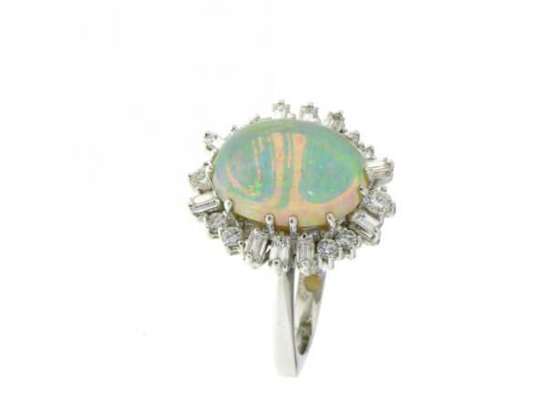 Ring 750 Weißgold Edelopal Diamanten