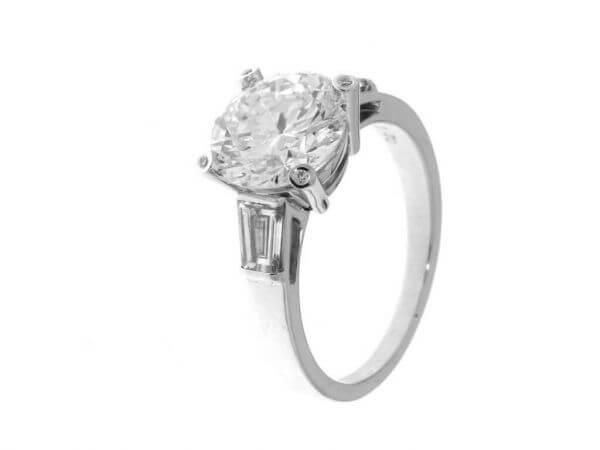 Ring aus Weißgold mit Brillant 3,7 ct