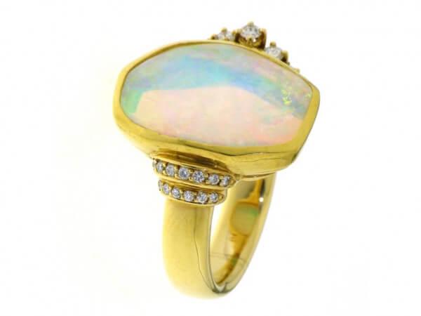 Ring 750 gelbgold Opal und Brillanten