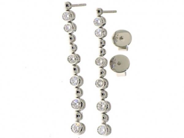 Ohrringe aus Weißgold mit 12 Brillanten