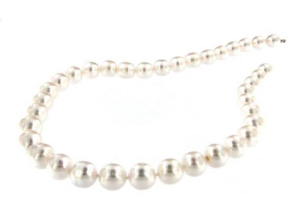 Südsee Perlkette oval 9,1 -12,1 mm