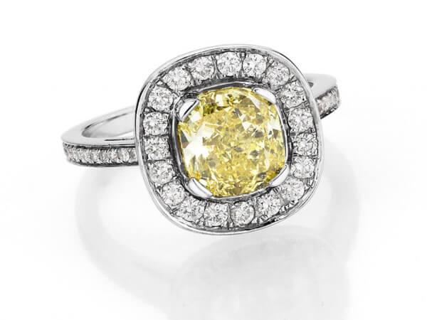 Ring 750 Weißgold 1 fancy Diamant 2,48ct