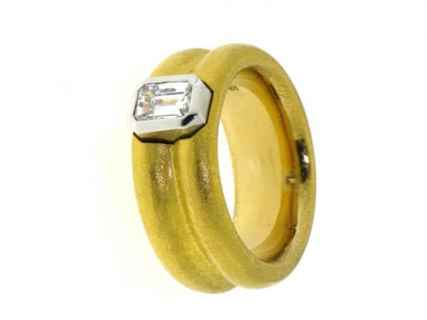 Ring 999 Feingold ind Platin mit Diamant