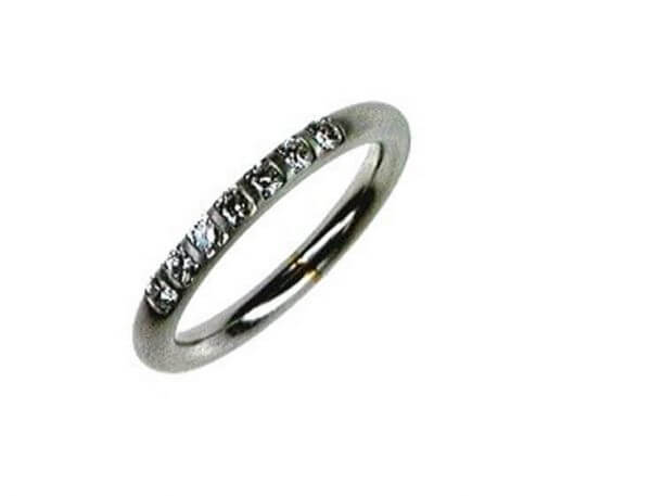 Memoire Ring aus Platin mit 7 Brillanten