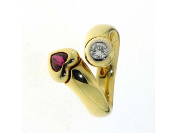 Ring 750 Gelbgold Rubinherz und Brillant