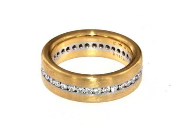 Ring aus Gelbgold und Platin mit Diamant