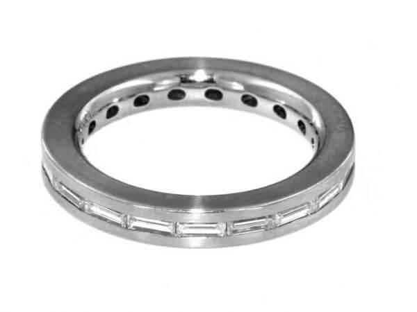 Ring aus Platin mit 19 Diamant Baguetten