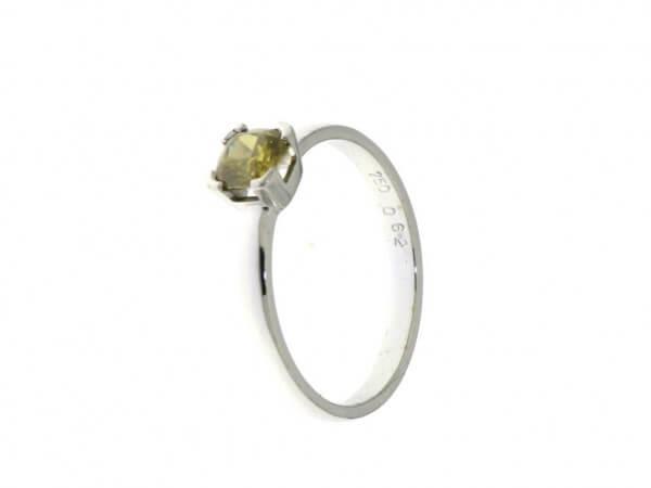 Solitär Ring mit einem Diamant 0,57 ct