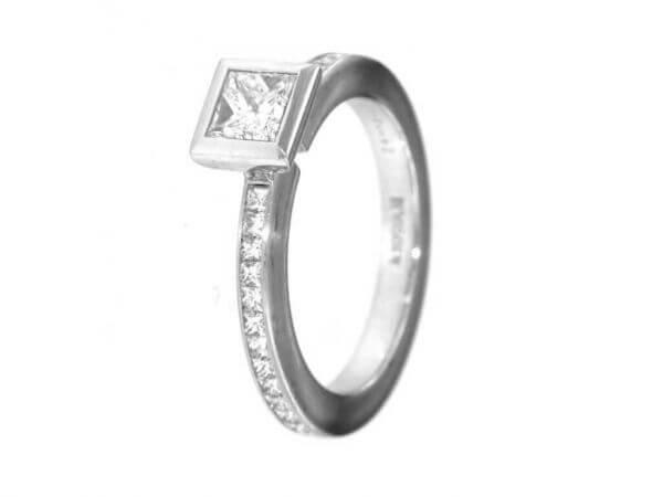 Solitär Ring aus Platin Princess Diamant
