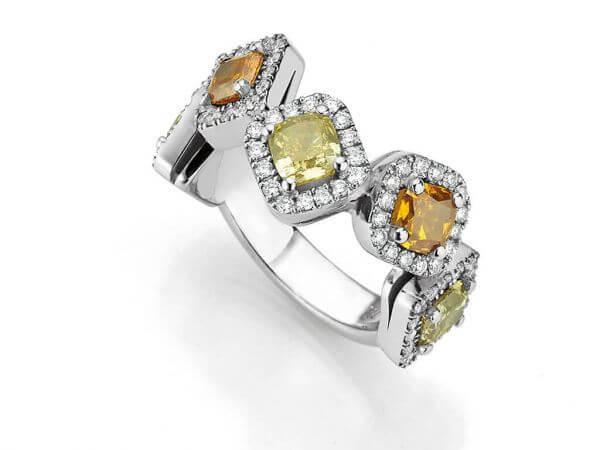 Ring mit 5 naturfarbenen Diamanten