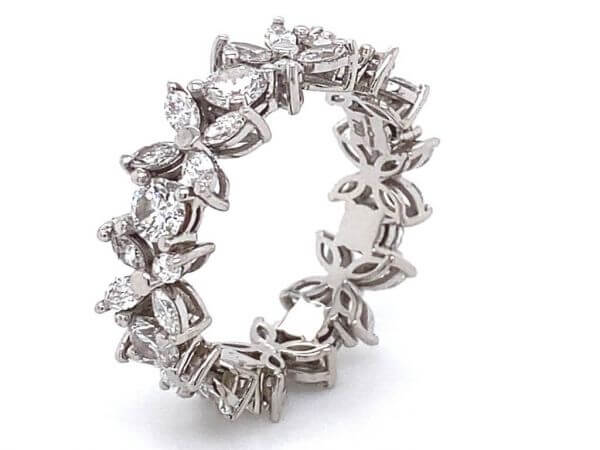 Ring Flower aus Weißgold mit Diamanten