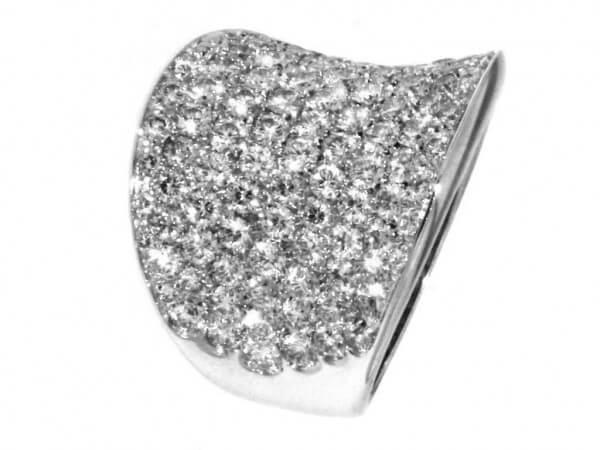Ring aus Weißgold mit 113 Brillanten
