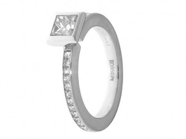 Ring 950 Platin ein Princessdiamant