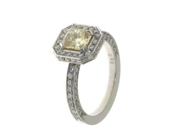 Ring aus Weißgold mit Radiant Diamant
