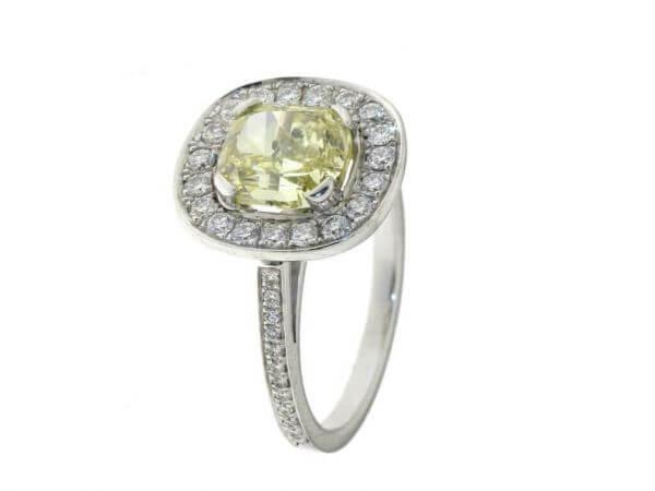 Ring mit fancy yellow Diamant 2,48 ct
