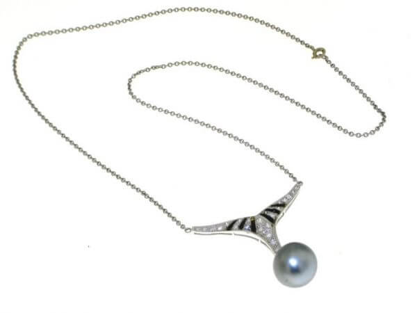Collier mit Tahiti Perle, Onyx, Brillant