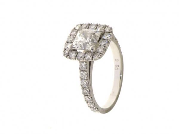 Diamantring aus Weißgold u. Princess Cut