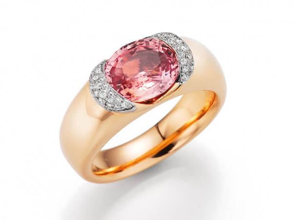 Ring aus Roségold mit Padbarascha Safir