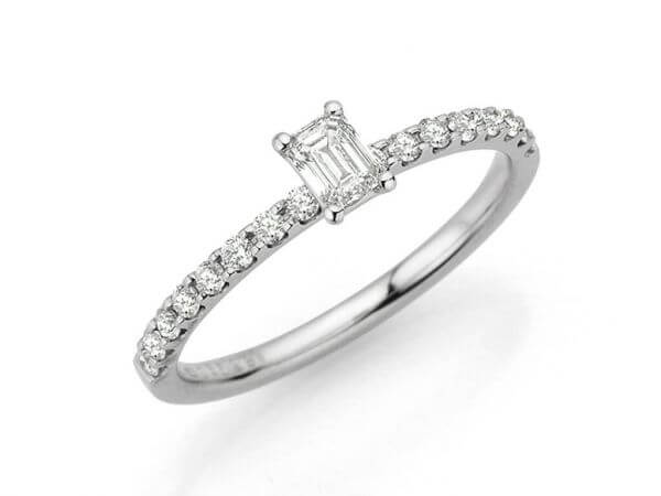 Solitär Ring mit Emerald Cut Diamant