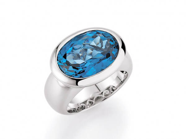 Ring Weißgold mit London blue Topas