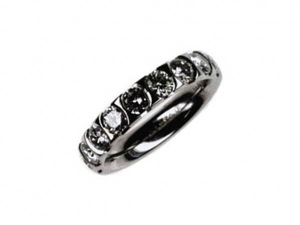 Memoire Ring aus Platin mit 9 Brillanten