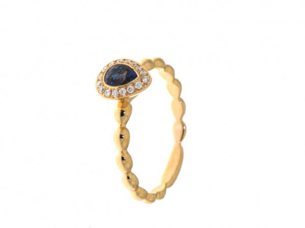 Ring aus Roségold mit Safir und Brillant