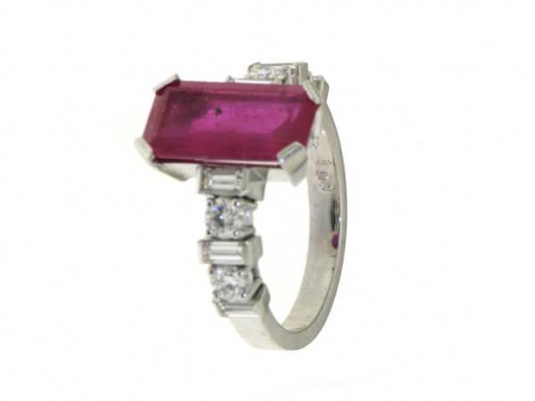 Ring Weißgold Rubin und Diamanten