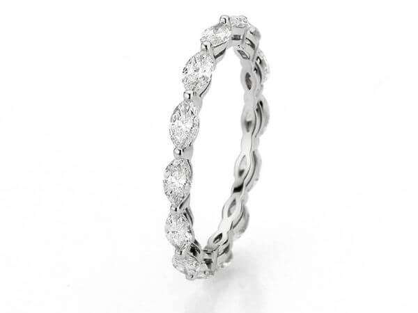 Ring aus Weißgold mit Diamant Navetten