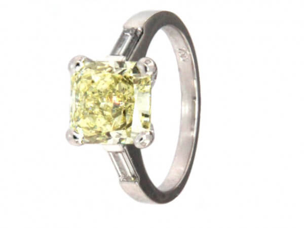 Ring Weißgold mit fancy yellow Diamant