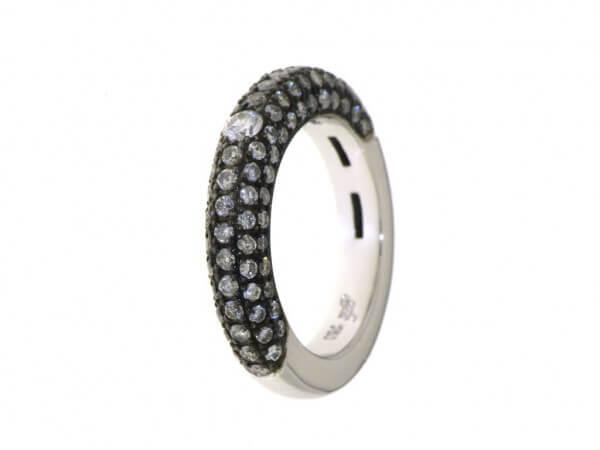 Ring aus Weißgold mit grauen Diamanten