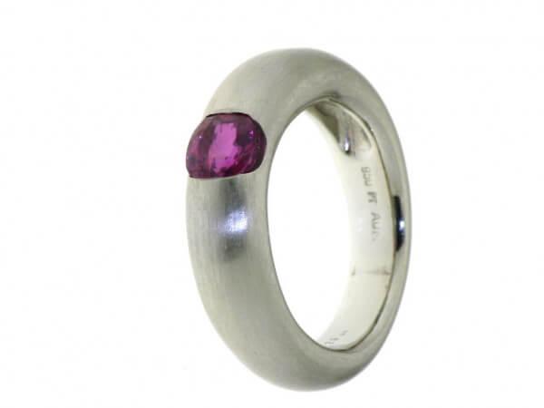 Ring 950 Platin mit einem Rubin