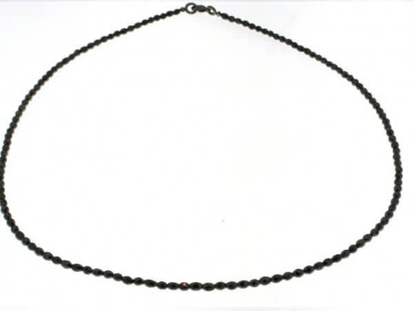 Schwarze Diamantkette in olivenform